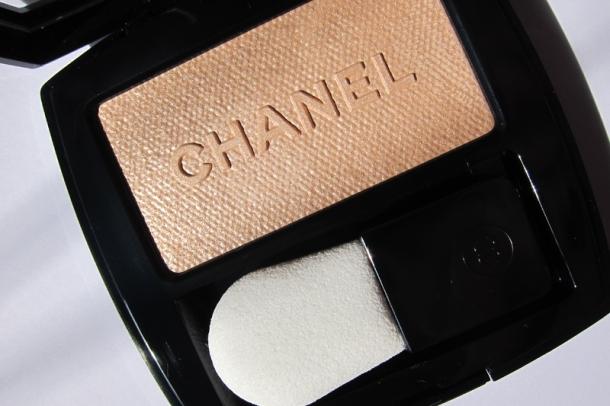 Chanel Poudre Lumière Nacrée Shimmer Glow Powder - 2