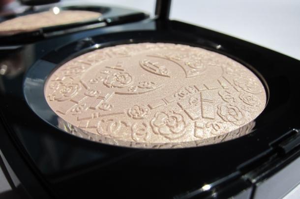Poudre Signée de Chanel Illuminating Powder (1)