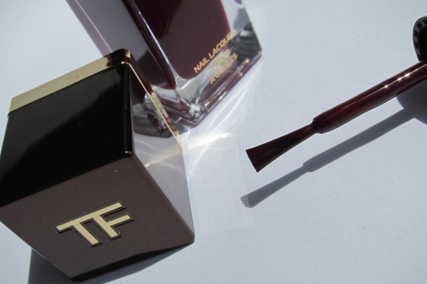 Tom Ford Nail Lacquer In 09 Plum Noir (3)
