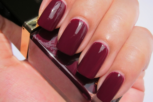 Tom Ford Nail Lacquer In 09 Plum Noir (4)