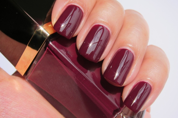Tom Ford Nail Lacquer In 09 Plum Noir (6)