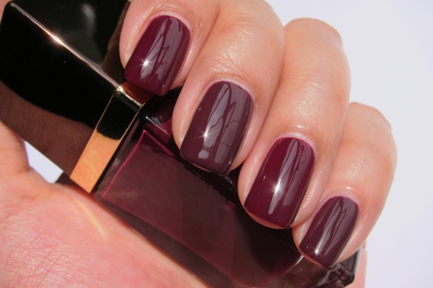 Tom Ford Nail Lacquer In 09 Plum Noir (8)
