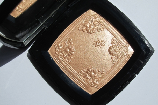 Chanel Mouche de Beauté Illuminating Powder (1)