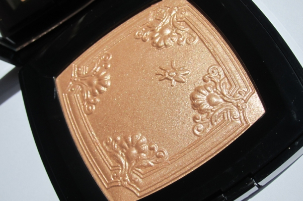 Chanel Mouche de Beauté Illuminating Powder (2)