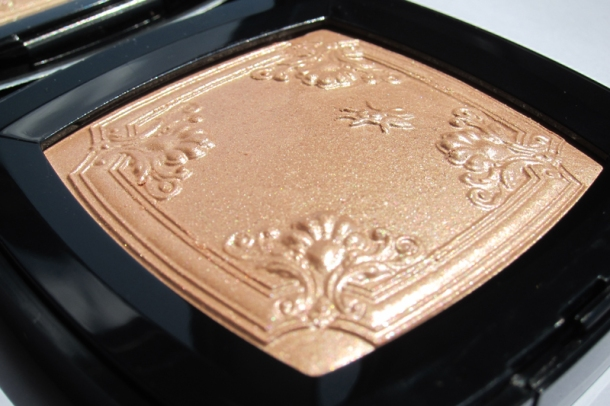 Chanel Mouche de Beauté Illuminating Powder (3)