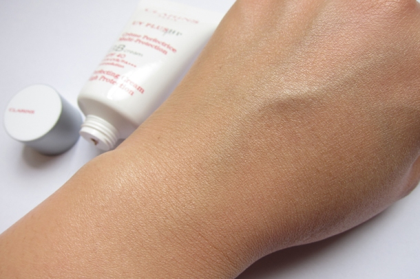 Clarins UV Plus HP Perfecting BB Cream SPF 40 (5)
