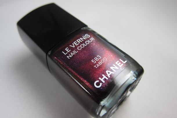 Chanel Le Vernis In 583 Taboo (1)