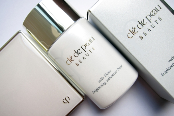 Clé de Peau BEAUTÉ Brightening Enhancer Base & Powder Foundation (1)