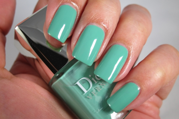 Dior Bird Of Paradise Summer Nail Lacquer Duo For Tips & Toes in 001 Samba (4)