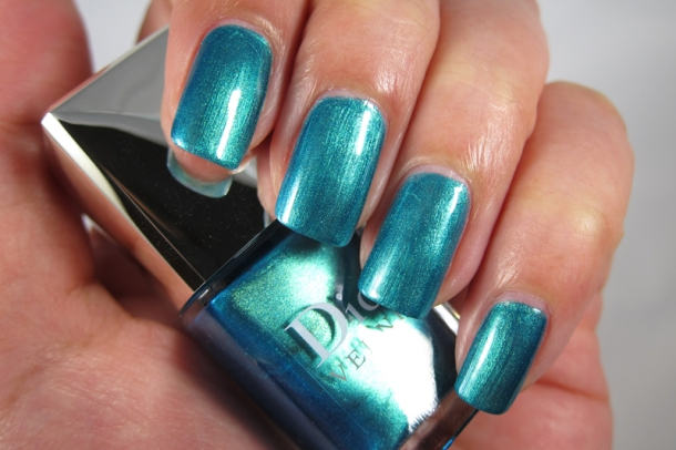 Dior Bird Of Paradise Summer Nail Lacquer Duo For Tips & Toes in 001 Samba (5)