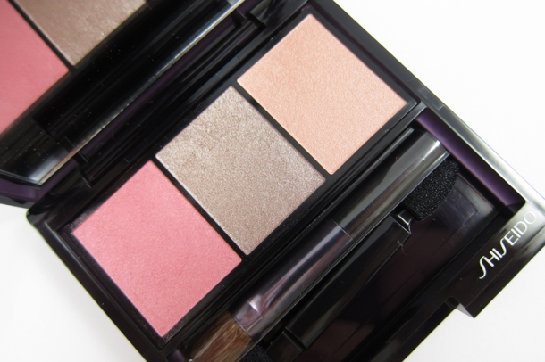Shiseido Luminizing Satin Eye Color Trio In RD 711 Pink Sands (1)