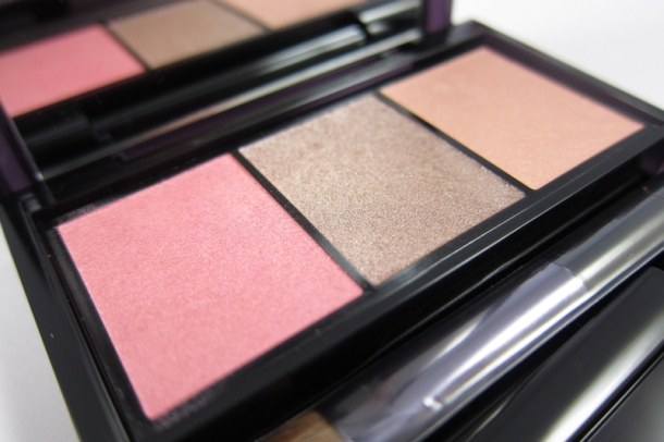 Shiseido Luminizing Satin Eye Color Trio In RD 711 Pink Sands (2)